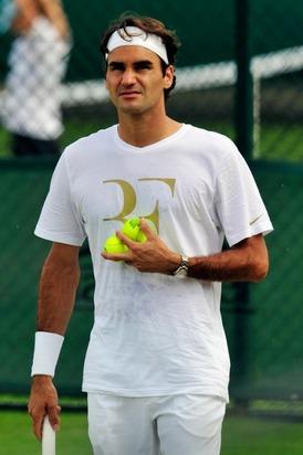 FedererWimbledonPractice2010.jpg