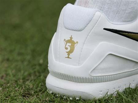 roger-federer-wimbledon08shoes.jpg